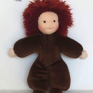 בובה אנתרופוסופית עם שיער אדום